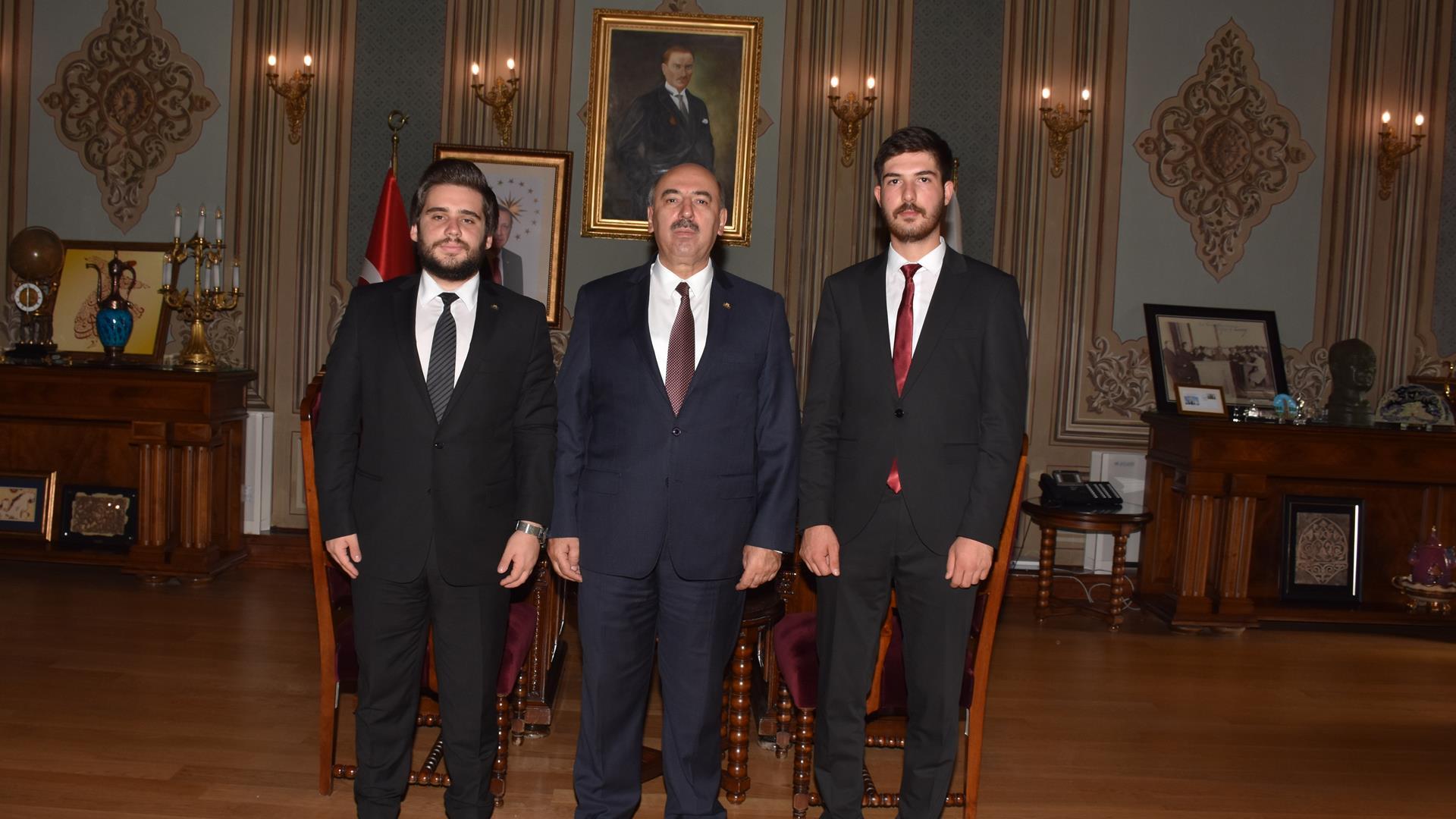 Öğrenci-Konseyi Emir-Alp-Turgut İstanbul-Üniversitesi Mahmut-Ak Kürşat-Mücahit-Topçugil Ziyaret