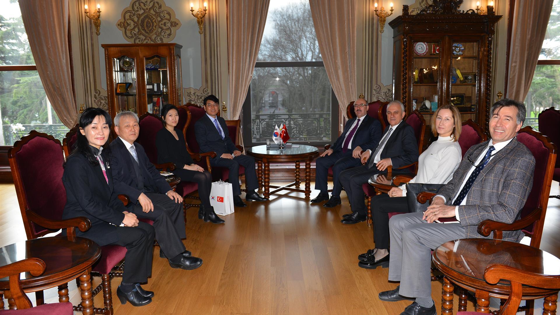 Kore-Vekil-Başkonsolosu-Byung-Jun-Moon-İstanbul-Üniversitesi'ni-Ziyaret-Etti