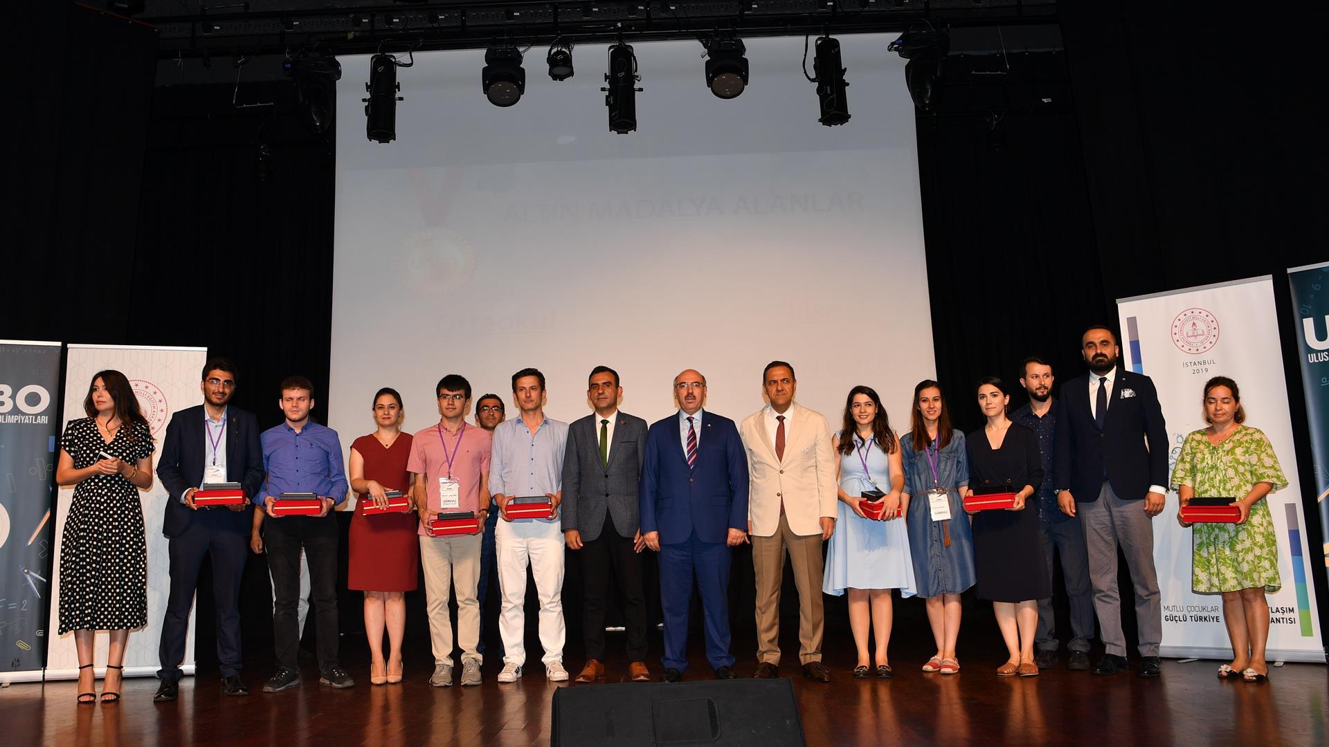 2019-Ulusal-İstanbul-Bilim-Olimpiyatları-Ödül-Töreni-Gerçekleştirildi