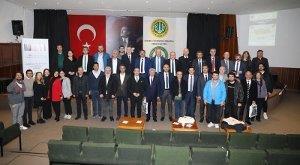 """{""""Header"""":""""""""Endüstriyel Odun Üretiminde Standardizasyon"""" Çalıştayı Gerçekleştirildi"""",""""Content"""":""""<p></p><div style=\""""text-align: justify; \"""">İstanbul Üniversitesi- Cerrahpaşa Orman Fakültesi, Orman Endüstri Mühendisliği Bölümü tarafından düzenlenen """"Endüstriyel Odun Üretiminde Standardizasyon"""" çalıştayı 10.03.2020 tarihinde Orman Fakültesi'nin konferans salonunda yapıldı.</div><p><img class=\""""img-responsive display-initial\"""" src=\""""https://cdn.istanbul.edu.tr/FileHandler.ashx?f=UjM2ISjmA0mB1ZDsYqJzyw\""""><br></p><div style=\""""text-align: justify; \"""">Çalıştayın açılış konuşmasını Bölüm Başkanı Prof. Dr. Türker DÜNDAR ve İÜC. Orman Fakültesi Dekanı Prof. Dr. Turgay AKBULUT yaptı.</div><div style=\""""text-align: justify; \"""">Prof. Dr. Turgay AKBULUT yaptığı konuşmada """" Odun hammaddesinin ormanda üretimini sağlayan kuruluşlar,  odun hammaddesini işleyen sektör ve nihai ürünü kullananların arzu ve beklentileri farklı olabilmektedir. Hatta bu istekler bazen birbirine taban tabana zıt da olabilmektedir. Ayrıca, zaman içerisinde odun hammaddesinden istenen özelliklerde farklılıklar oluşmuştur veya standartta yer alan bazı hususlar artık bir anlam ifade etmeyebilmektedir.  Bu yüzden standartlarda düzeltilmesi, çıkarılması veya eklenmesi gereken birçok husus söz konusudur.&nbsp;</div><p><img class=\""""img-responsive display-initial\"""" src=\""""https://cdn.istanbul.edu.tr/FileHandler.ashx?f=zT1jUoMbP02yJuDYnqaaaQ\""""><br></p><div style=\""""text-align: justify; \"""">İşte bu çalıştayda, tüm kesimlerin, OGM, TSE, OR-KOOP, Sanayici ve Akademinin bir araya gelmesiyle, endüstriyel odun üretiminde standardizasyon konusunun etraflı bir şekilde tartışılması ve sorunlara ortak çözüm önerileri getirilmesi hedeflenmiştir.</div><div style=\""""text-align: justify; \"""">Böylece yükseköğretimin amaçlarından birisi olan """"paydaşlarımızla işbirliğini artırarak kendi alanımızda toplumumuza faydalı olma ve ülkemizin kalkınmasına katkı sağlama"""" yolunda bir faaliyet gerçekleştirmiş olmaktayız."""" demiştir.</div><p><img class"""