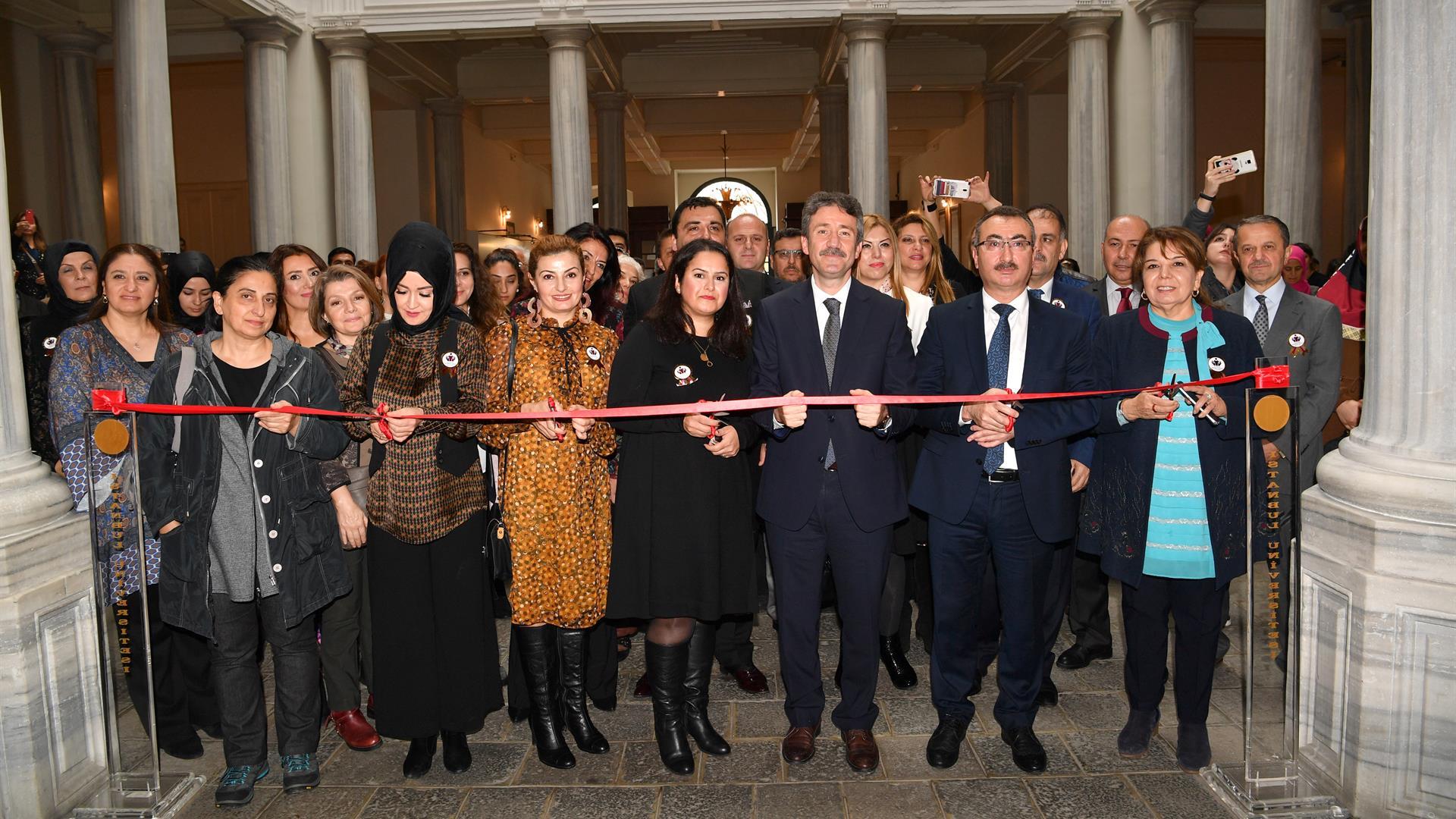 24-Kasım-Öğretmenler-Günü-Sergisi-İstanbul-Üniversitesi'nde-Açıldı
