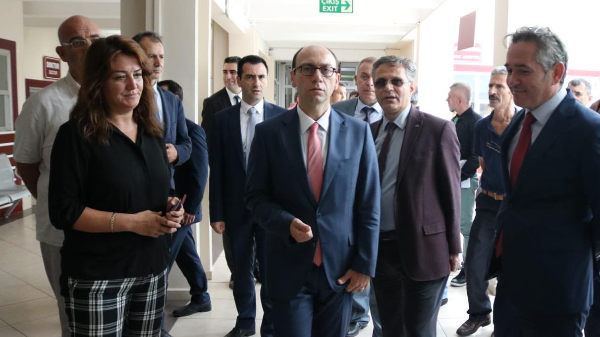 İstanbul-Üniversitesi-Cerrahpaşa-Rektörü-Prof.-Dr.-Nuri-Aydın -Fakülte-Ziyaretleri-Kapsamında-Veteriner-Fakültesi'nde-İncelemelerde-Bulundu