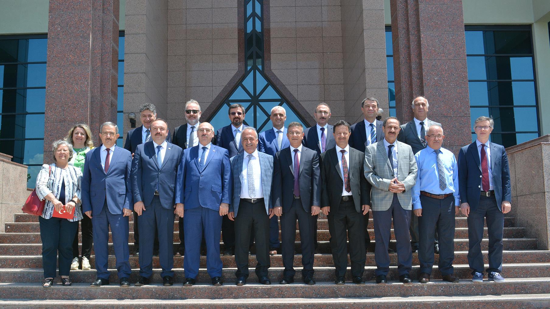 İÜ-Rektörü-Prof.-Dr.-Mahmut-Ak-ÜAK-Yönetim-Kurulu-Toplantısına-Katıldı