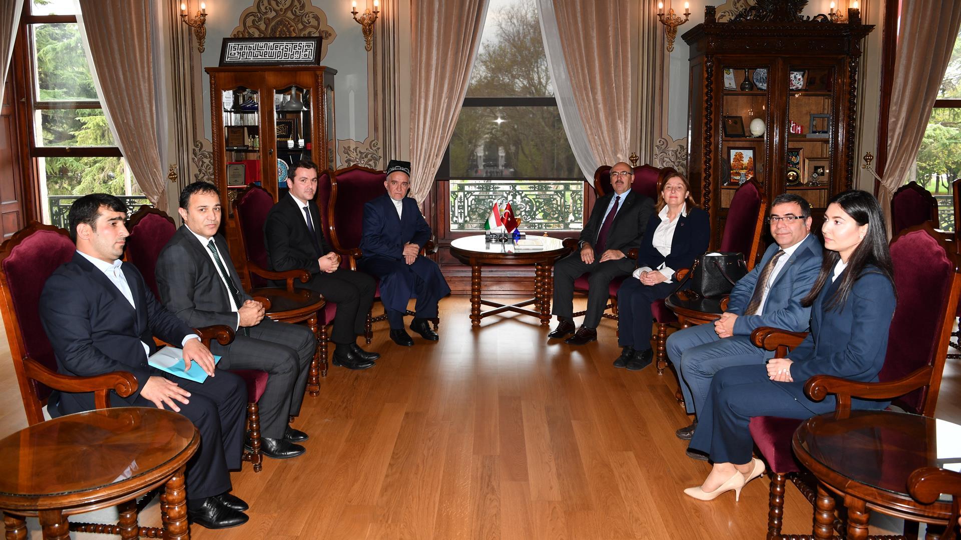 Türkiye-Tacikistan-Arası-İlişkiler-İstanbul-Üniversitesi'nde-Ele-Alındı