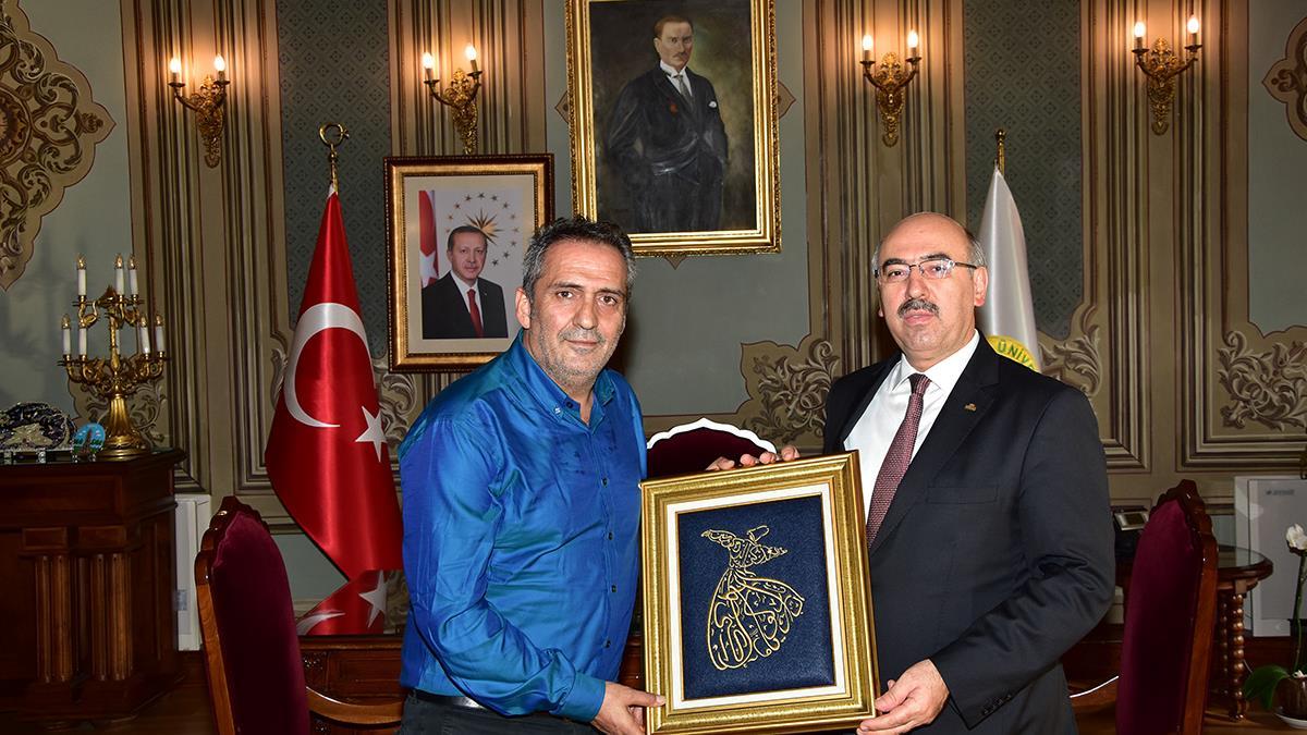 Türk-Halk-Müziği-Sanatçısı-Yavuz-Bingöl-İÜ-Rektörü-Prof.-Dr.-Mahmut-Ak'ı-Ziyaret-Etti