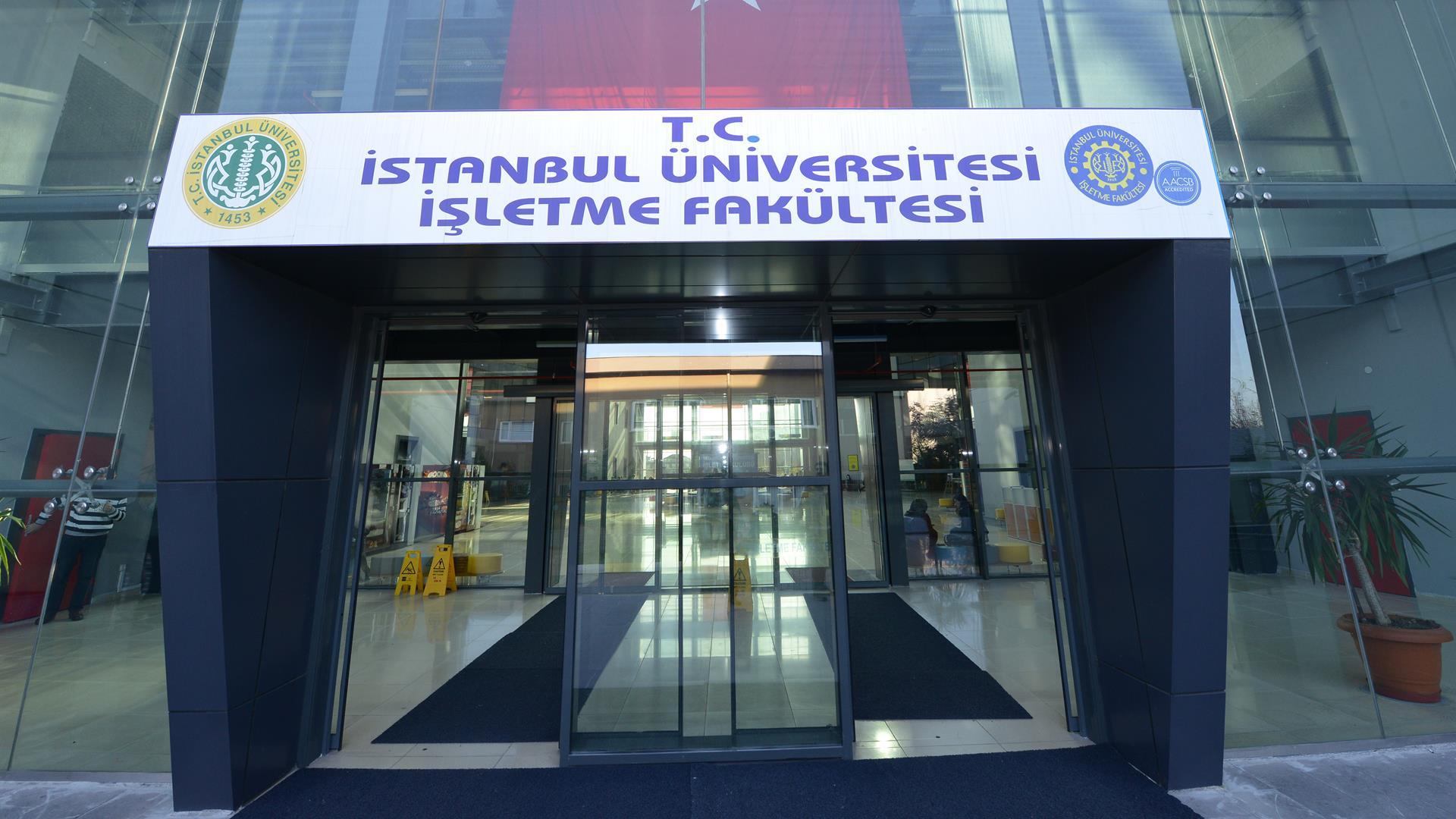 İÜ-İşletme-Fakültesi'nin-AACSB-International-Akreditasyonu-Yeniledi