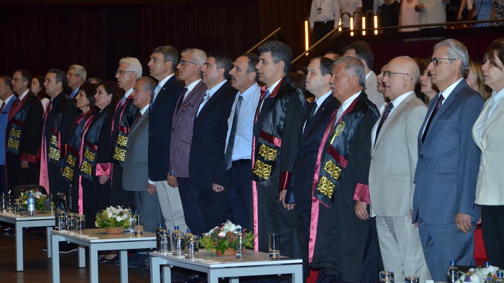 İÜ-İstanbul-Tıp-Fakültesi-2019-Yılı-Mezuniyet-Töreni-Geçekleştirildi