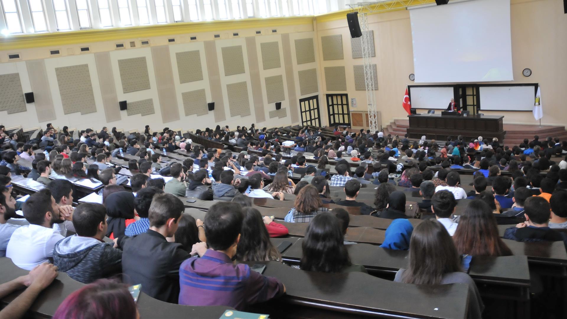 İÜ-Hukuk-Fakültesi-Oryantasyon-Programı-Gerçekleştirildi