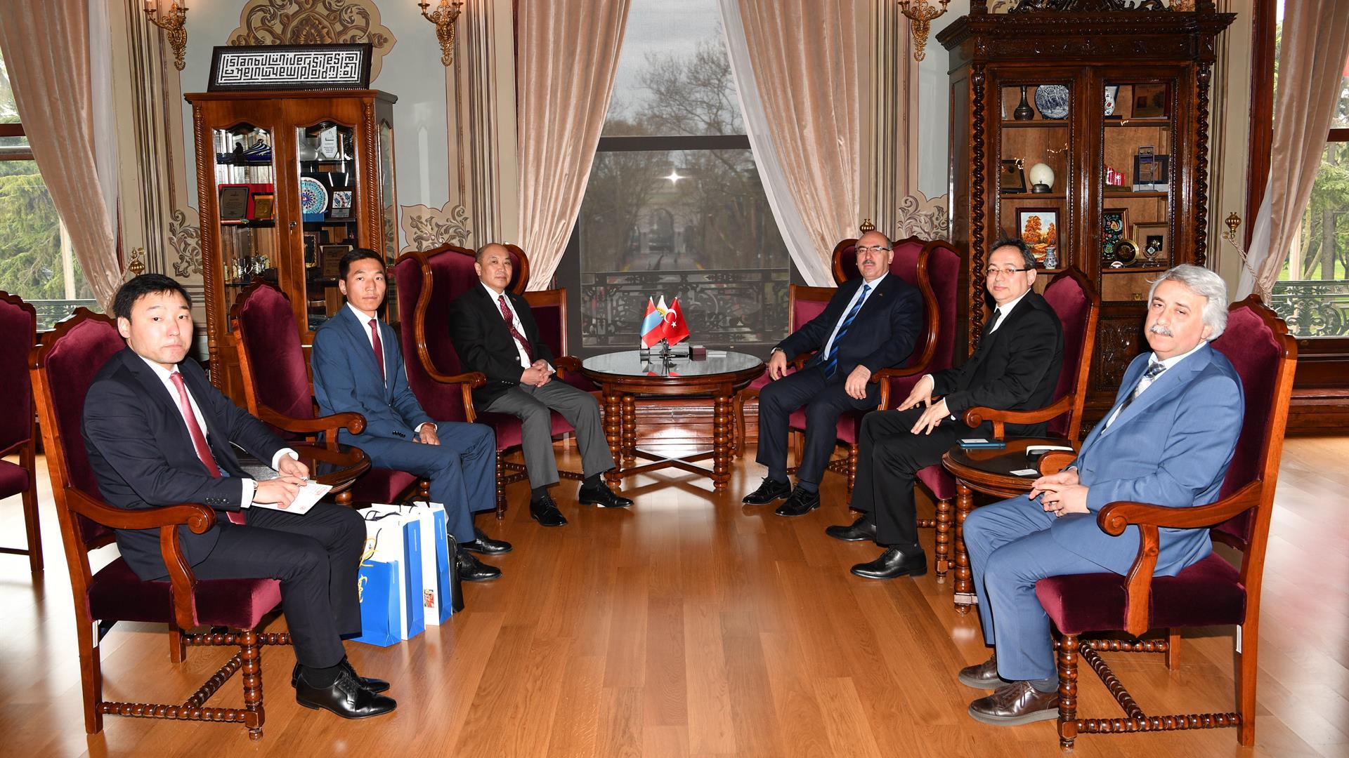 Moğolistan-Büyükelçisi-İstanbul-Üniversitesi'ni-Ziyaret-Etti