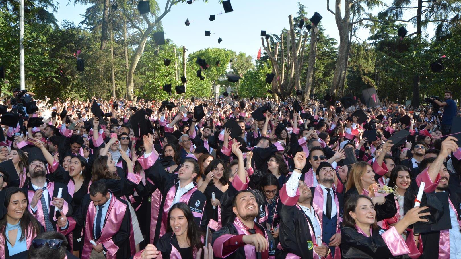 İÜ-İktisat-Fakültesi-2019-Yılı-Mezuniyet-Töreni-Gerçekleştirildi