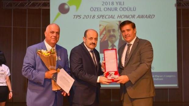 """YÖK-Başkanı-Prof.-Dr.-Yekta-Saraç'a-""""Türk-Fizik-Derneği-2018-Yılı-Özel-Onur-Ödülü""""-Takdim-Edildi"""