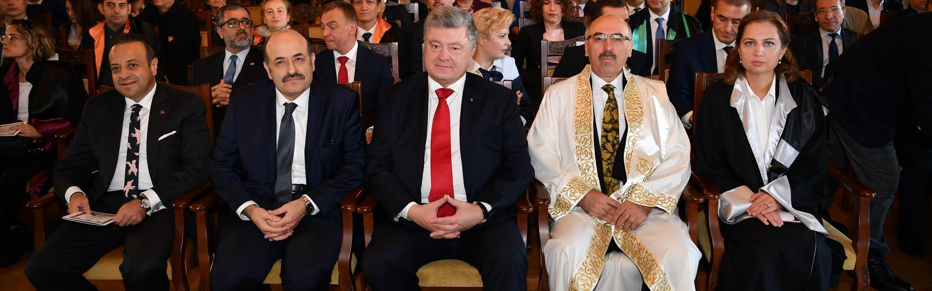 Istanbul-University-gave-honorary-doctorate-to-Ukrainian-President-Petro-Poroshenko
