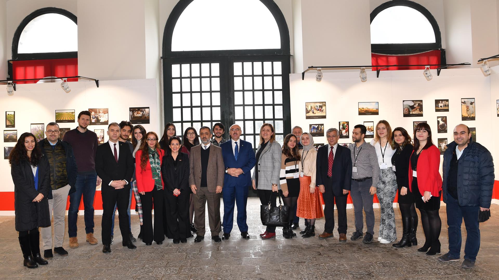 """""""Etnografik-Fotoğraf-Sergisi""""-İstanbul-Üniversitesi'nde-Açıldı"""