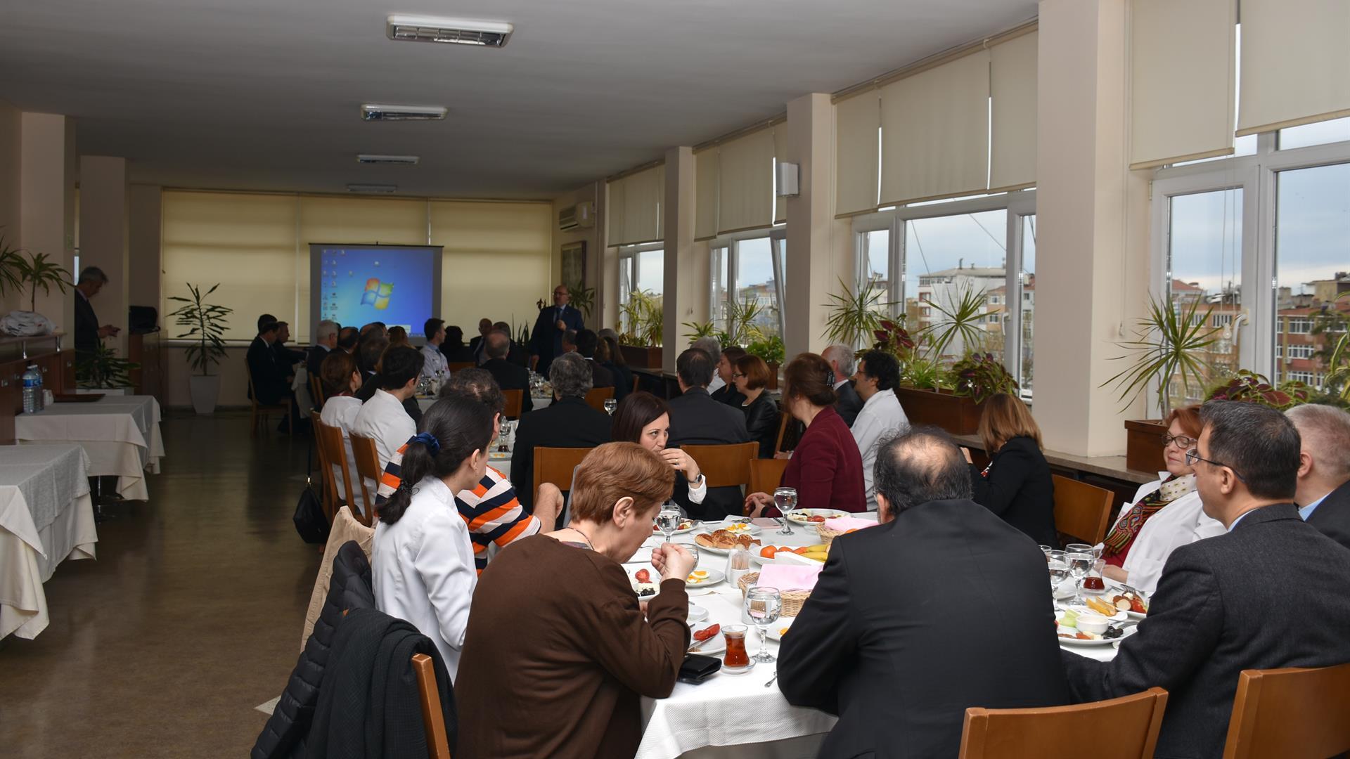 İÜ-Rektörü-Prof.-Dr.-Mahmut-Ak-İÜ-İstanbul-Tıp-Fakültesi-Öğretim-Üyeleri-İle-Toplantı-Gerçekleştirdi