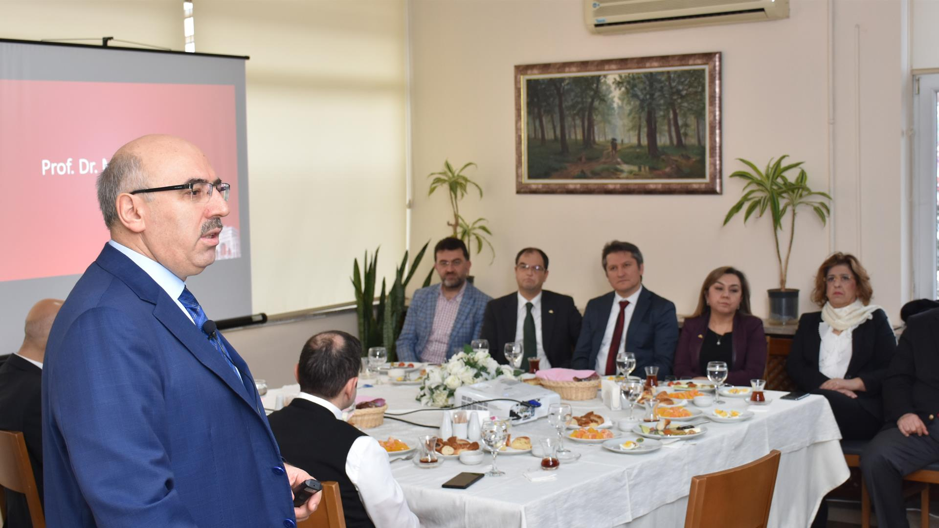 IU-Rector-Prof-Dr-Mahmut-Ak-met-with-the-IU-Faculty-of-Dentistry-members