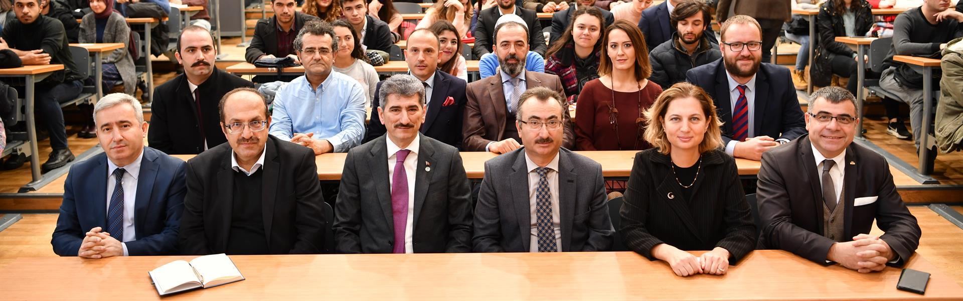 """""""Değişim-Yüzyılında-Değişen-Türkiye-ve-Kamuda-Dönüşüm""""-Paneli-İstanbul-Üniversitesi'nde-Gerçekleştirildi"""