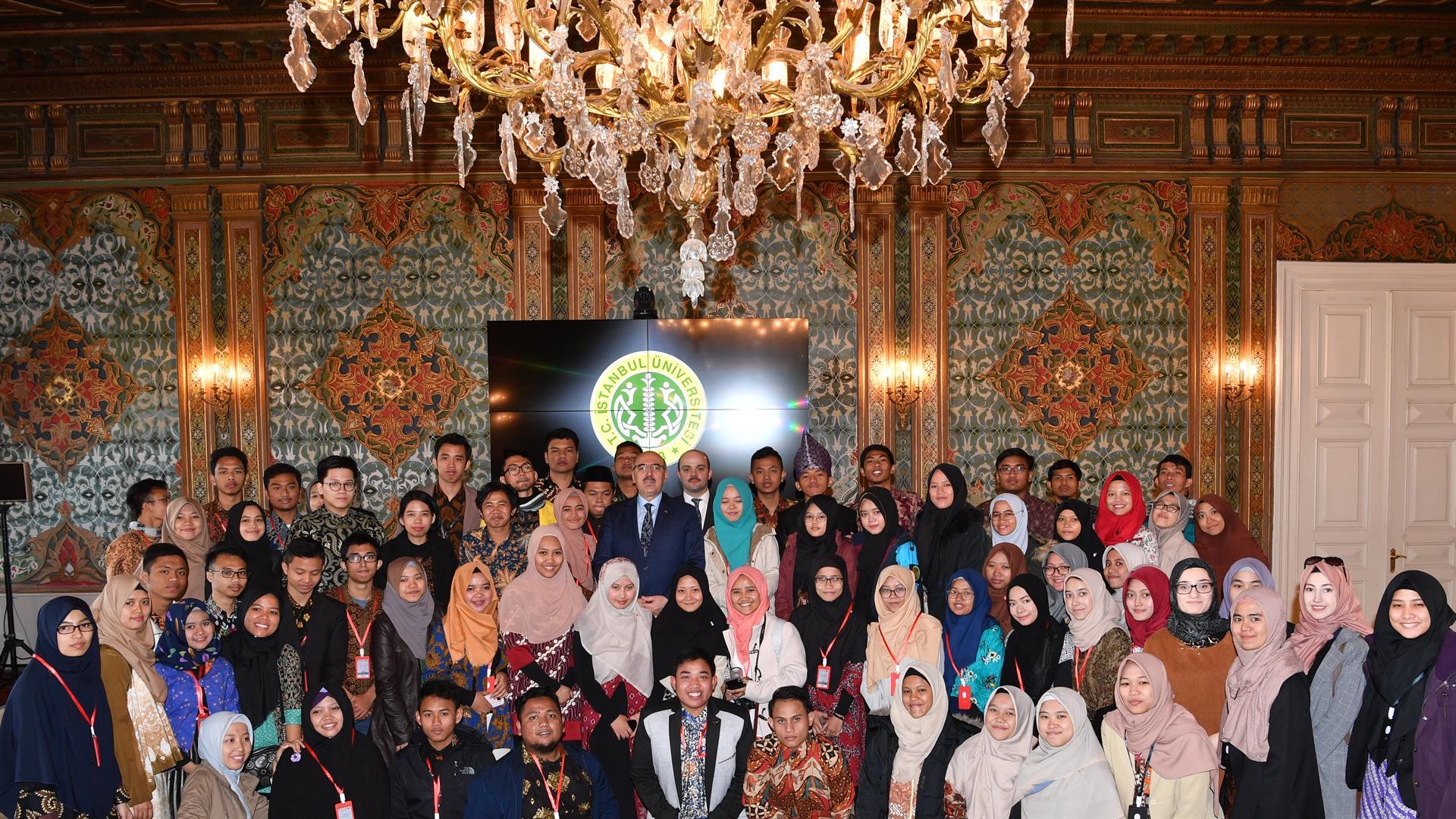 İÜ-Rektörü-Prof.-Dr.-Mahmut-Ak-Endonezyalı-Öğrenciler-ile-Buluştu