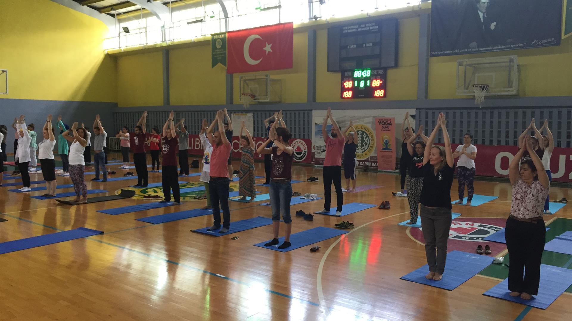 4.-Uluslararası-Yoga-Günü-İÜ-İstanbul-Tıp-Fakültesi'nde-Kutlandı