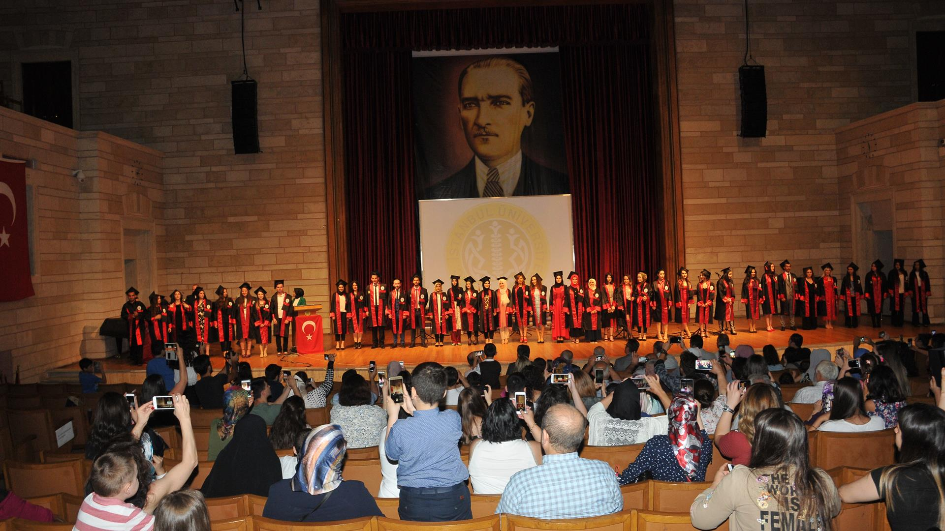 İÜ-Hukuk-Fakültesi-Adalet-Meslek-Yüksekokulu-Mezunlarını-Uğurladı