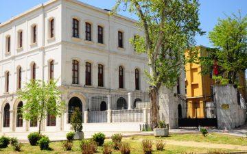 İstanbul Üniversitesi Eczacılık Fakültesi köklü, güçlü ve uluslararası deneyime sahip akademik kadrosu ile %100 İngilizce Lisans Eğitimine başlıyor.