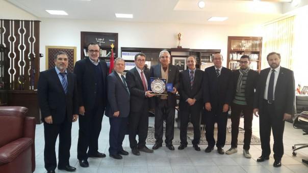 Tatvan Abdülmalik bin Saadi Üniversitesi Rektörü Huzeyfe Amziane, rektör yardımcıları, edebiyat fakültesi ve Usulüddin Fakültesi dekanları